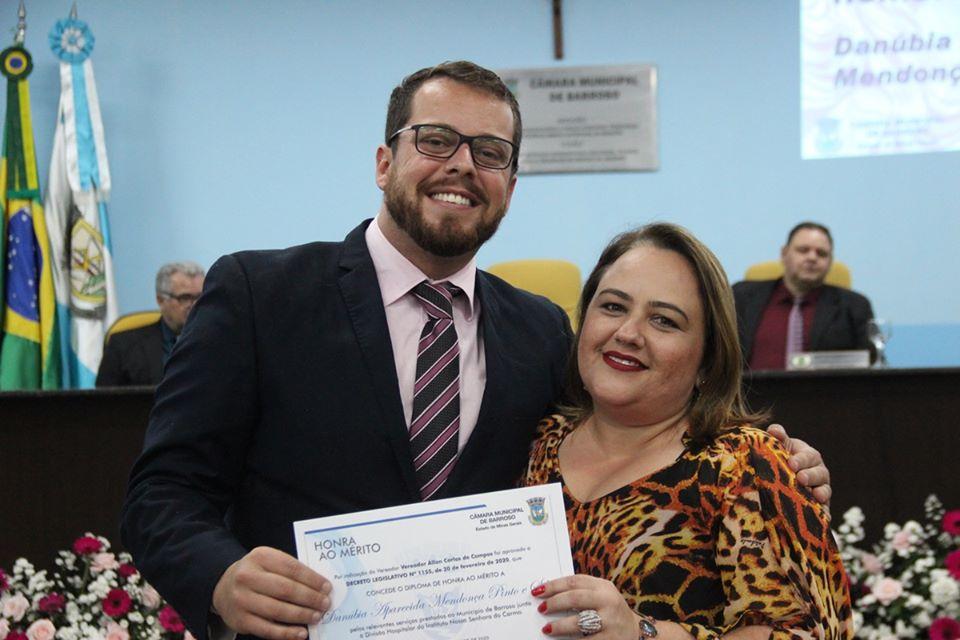 ENFERMEIRA OBSTETRA DO HOSPITAL DE BARROSO RECEBE TÍTULO DE HONRA AO MÉRITO