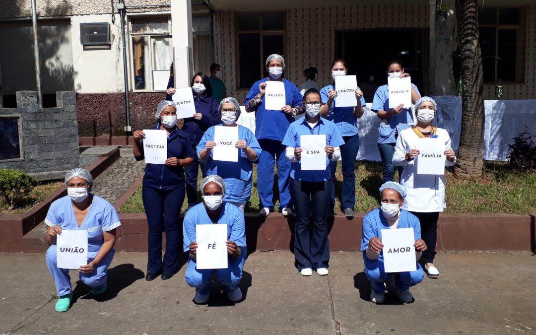 FUNCIONÁRIOS DO HOSPITAL DE BARROSO RECEBEM A BÊNÇÃO DO SANTÍSSIMO SACRAMENTO